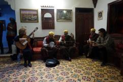 Encuentro con músicos andalusíes durante el viaje a Marruecos con Earlham College.